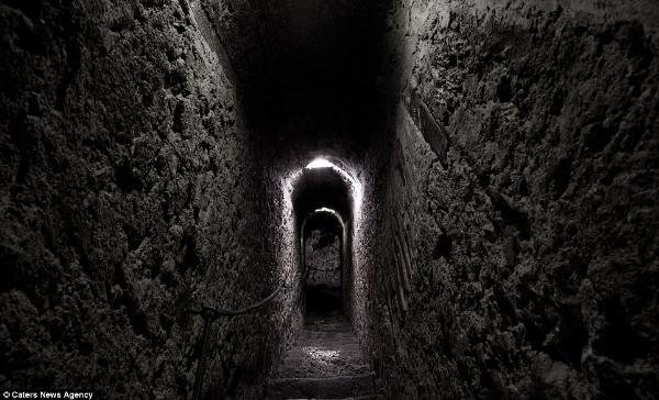 Căn hầm bí ẩn